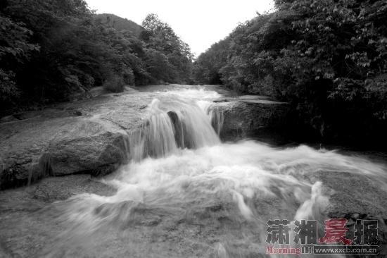 壁纸 风景 旅游 瀑布 山水 摄影 桌面 550_366