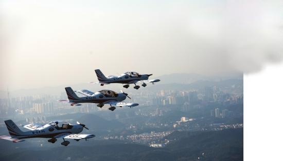 除了飞行员驾驶阿若拉sa60l飞机在空中做出梯队,品字队形,双机筋斗