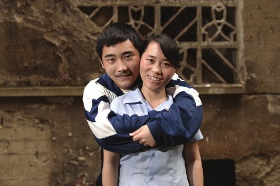 外国母亲与儿子性交图片_苦中有甜儿子也是贴心小棉袄